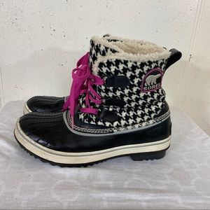 Sorel 8M houndstooth & pink laces rain/snow boots